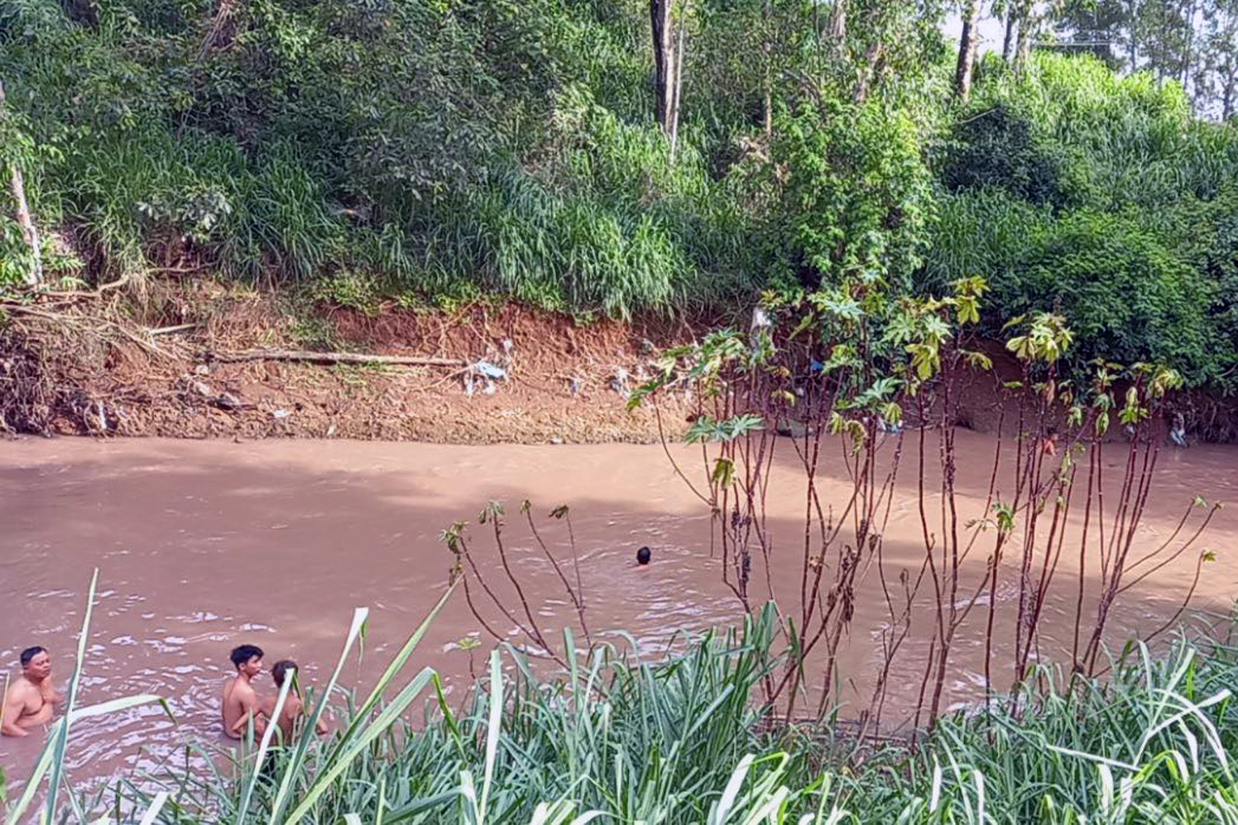 Two in group of five children playing near river drown in southern Vietnam