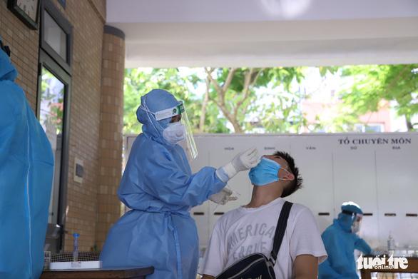 As high school entrance exam nears, Da Nang conducts mass coronavirus testing for all candidates