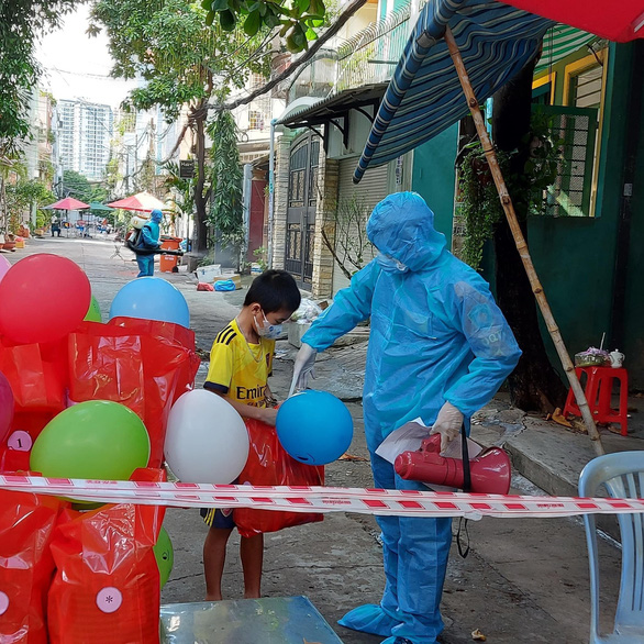 Vietnam covers meal costs for all children in COVID-19 treatment, quarantine