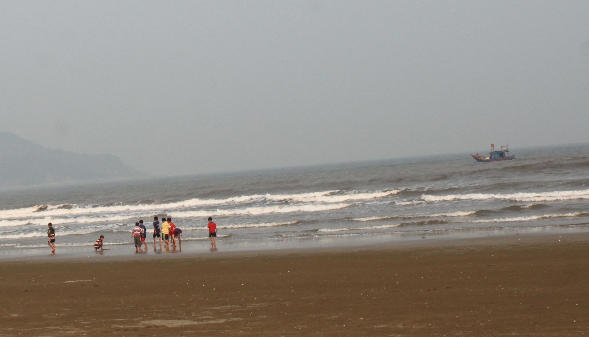 Three children drown at beach in north-central Vietnam