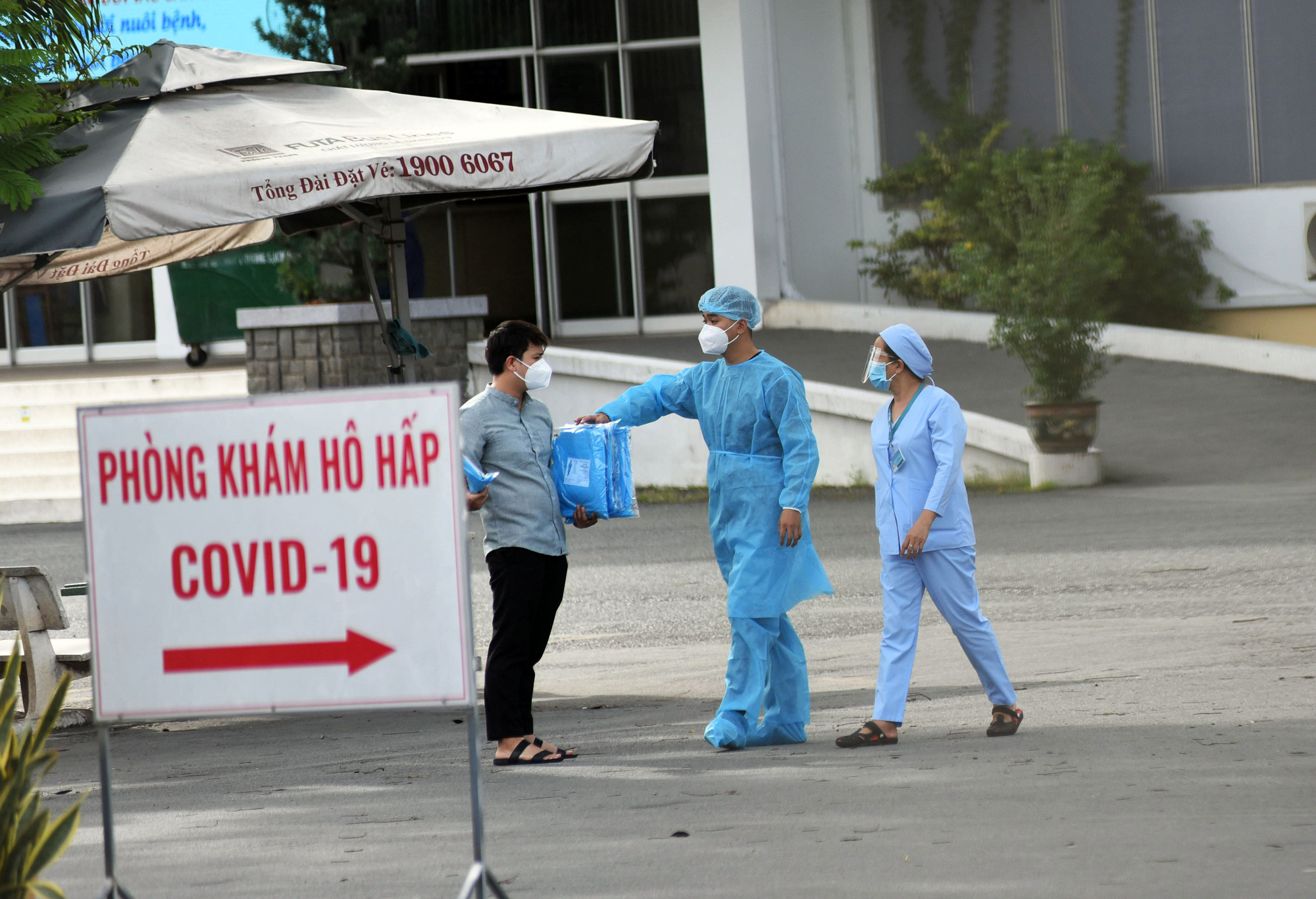 Health workers are pictured inside the Ho Chi Minh City Hospital for Tropical Diseases, June 12, 2021. Photo: Duyen Phan / Tuoi Tre