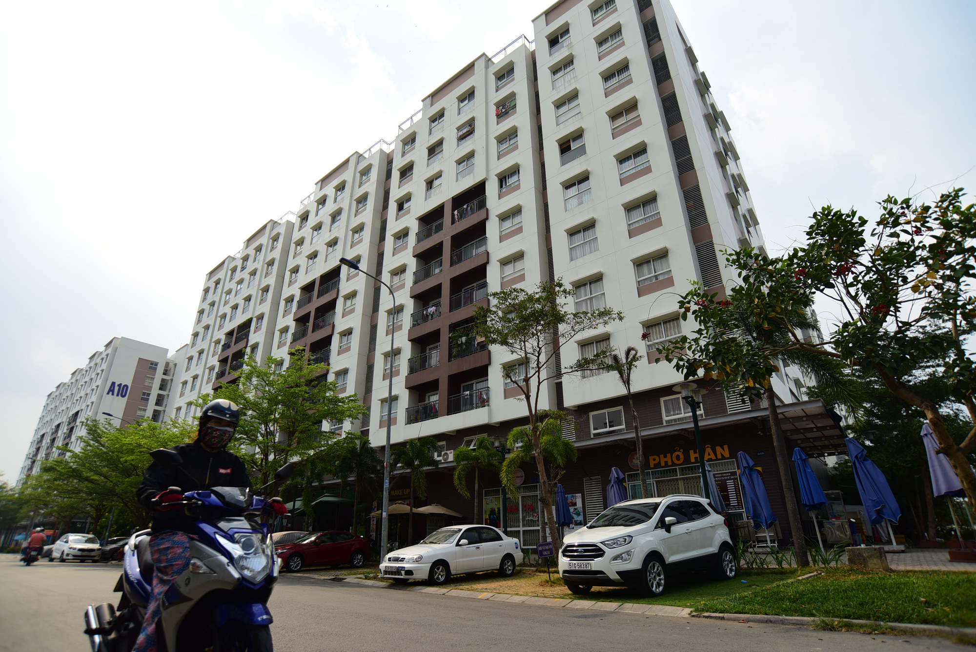 Ho Chi Minh City locks down entire apartment complex over virus infection chain
