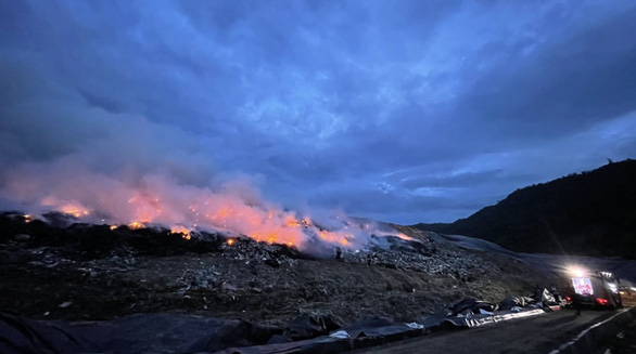 Columns of smoke from a landfill fire in Lien Chieu Ward, Da Nang City, Vietnam. Photo: Huy Linh / Tuoi Tre