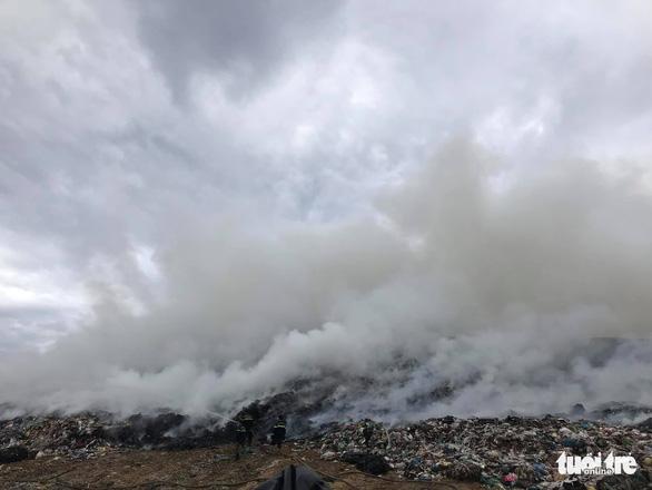 Fire hits largest garbage dump in Da Nang