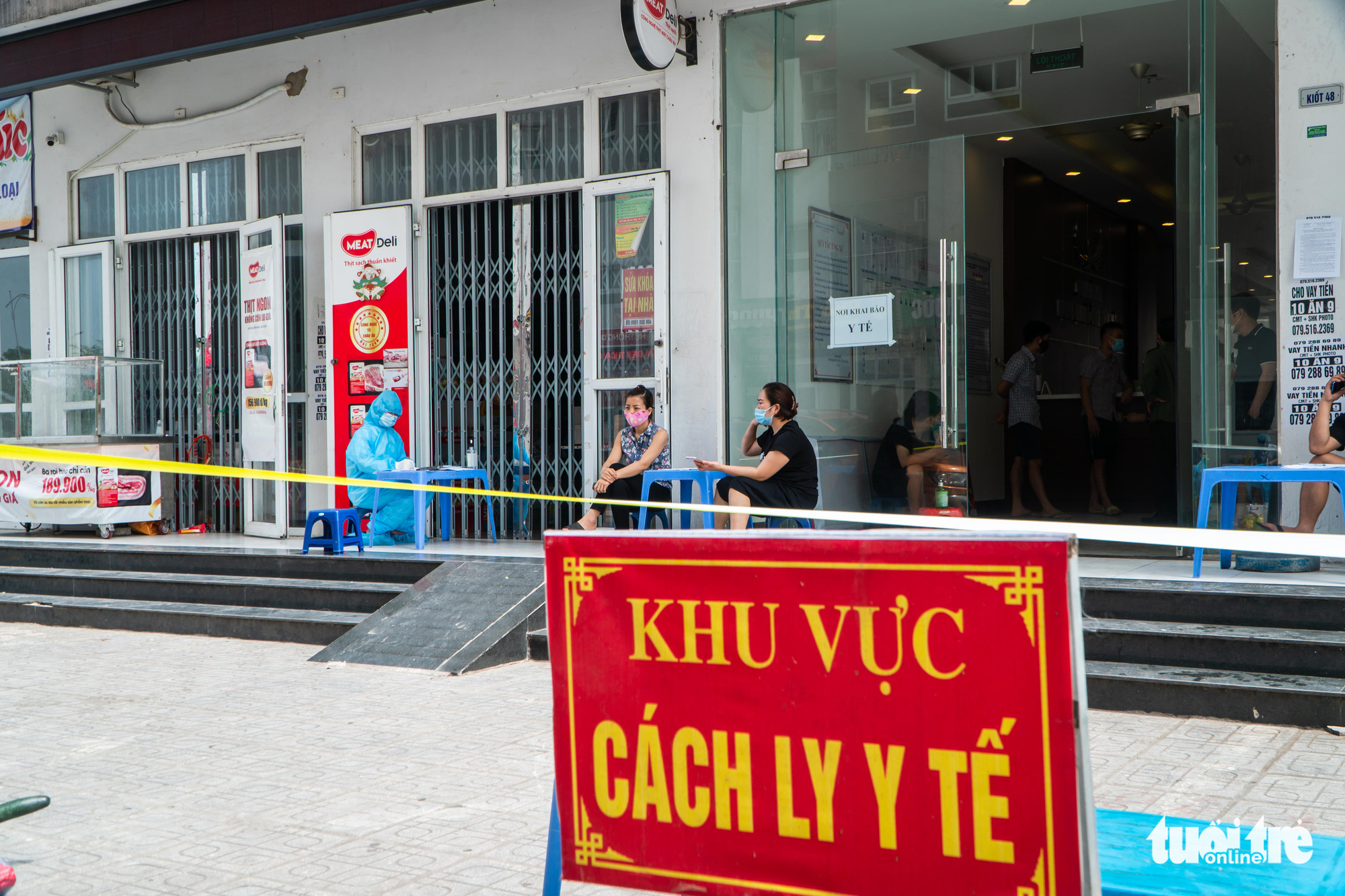 Hospital guard in Hanoi catches COVID-19 despite not leaving workplace for 3 months