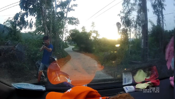 In central Vietnam, drunk man blocks car, threatens driver with homemade gun