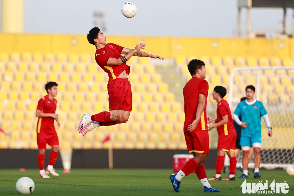 Vietnamese players during a training session before their clash against the UAE in the second round of the 2022 FIFA World Cup qualifiers, June 14, 2021. Photo: Nguyen Khanh / Tuoi Tre