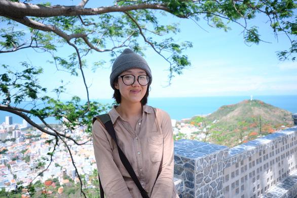 Vietnamese woman finds success reviewing books