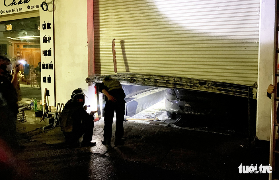 A car is found burnt in the basement of the building during the fire. Photo: Doan Hoa / Tuoi Tre