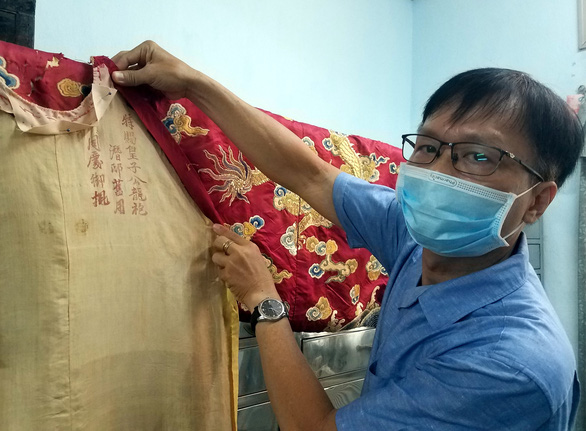 Untold stories of two imperial mantles of Vietnam's Nguyen Dynasty