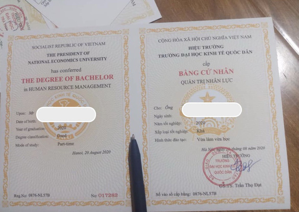 A forged diploma, as advertised by a forgery service provider on social media.