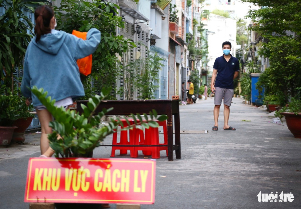 Vietnam reports daily record of over 500 domestic coronavirus infections