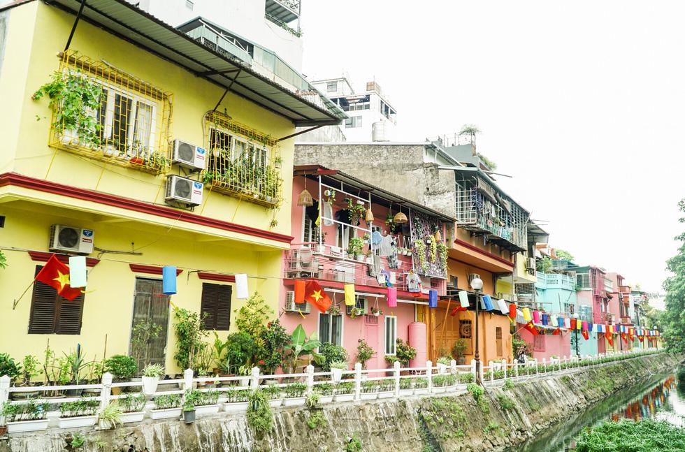 In Hanoi, trash-strewn lakeshore gets flamboyant facelift