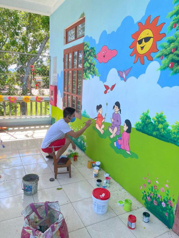 Quarantine-bound teacher turns isolation center's walls into eye-catching murals in Vietnam