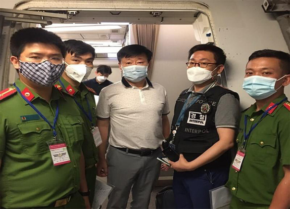 Vietnam police hand over wanted man to South Korea