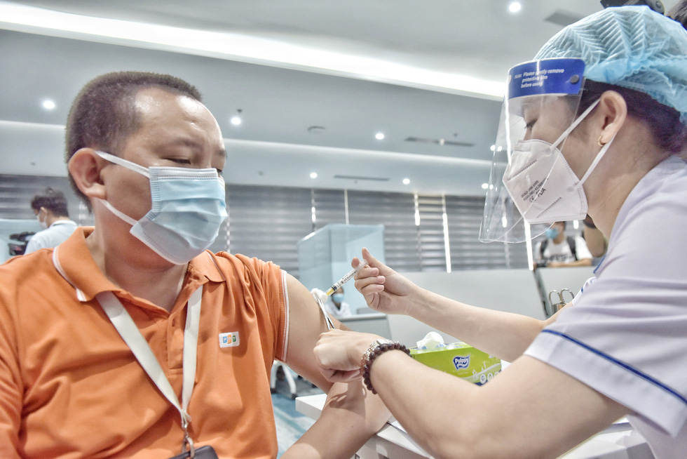 Ho Chi Minh City's largest-ever COVID-19 vaccination drive starts with first doses for 500 workers