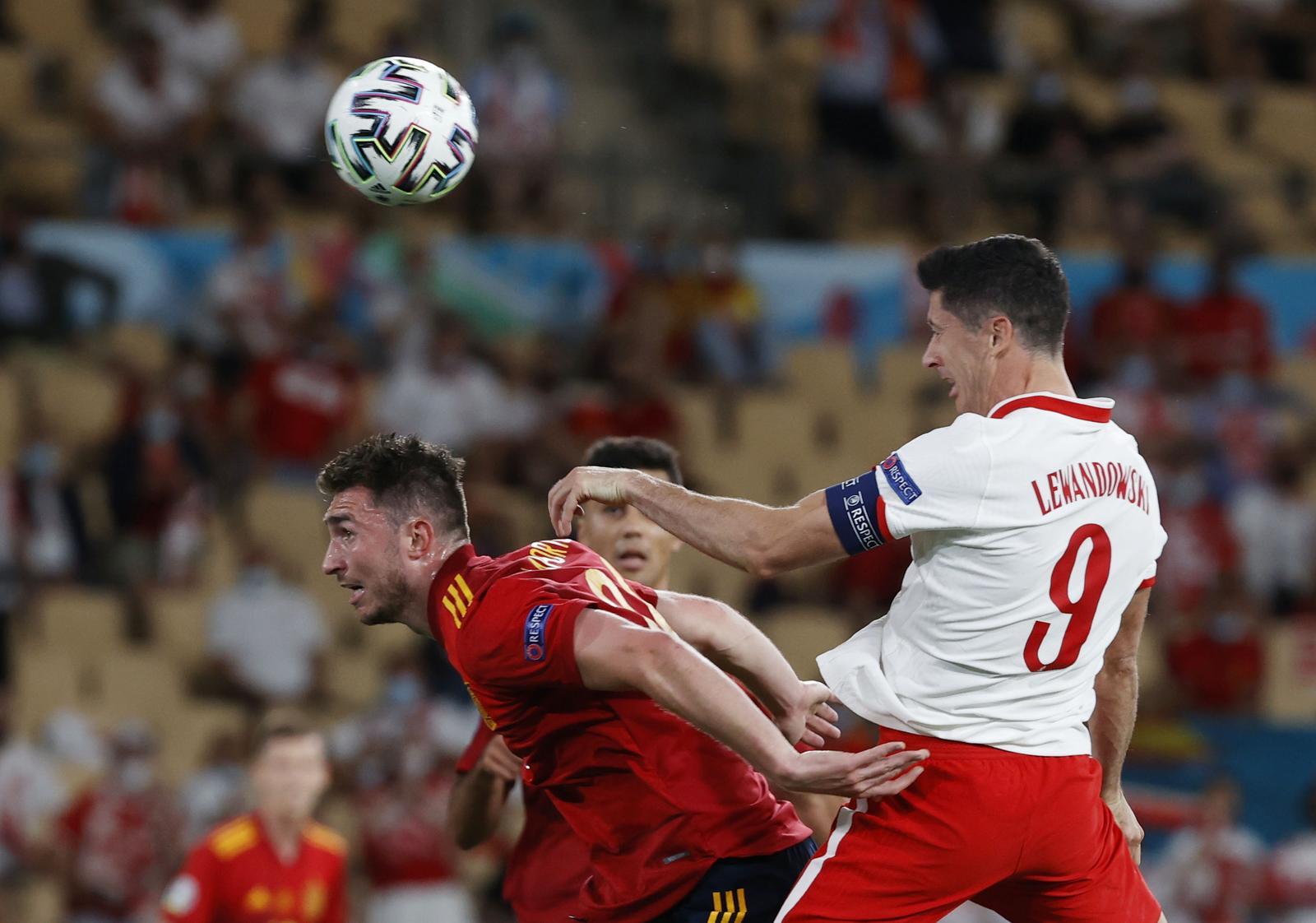 Soccer Football - Euro 2020 - Group E - Spain v Poland - La Cartuja Stadium, Seville, Spain - June 19, 2021 Poland's Robert Lewandowski scores their first goal. Photo: Pool via Reuters