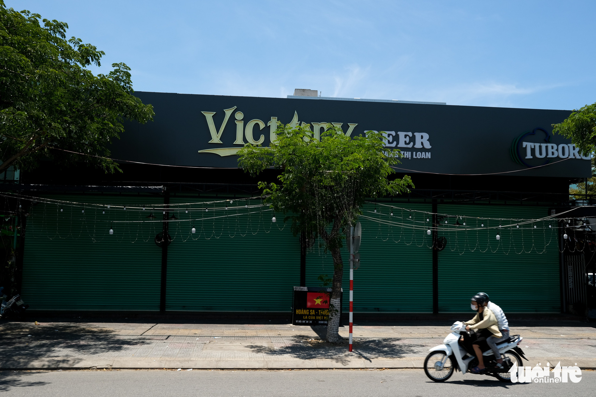 A beer restaurant in Da Nang is closed on June 20, 2021. Photo: Tan Luc / Tuoi Tre