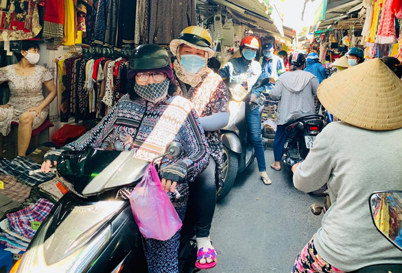 Stalled traffic inside Go Vap Market, Go Vap District, Ho Chi Minh City, June 20, 2021. Photo: Bong Mai / Tuoi Tre
