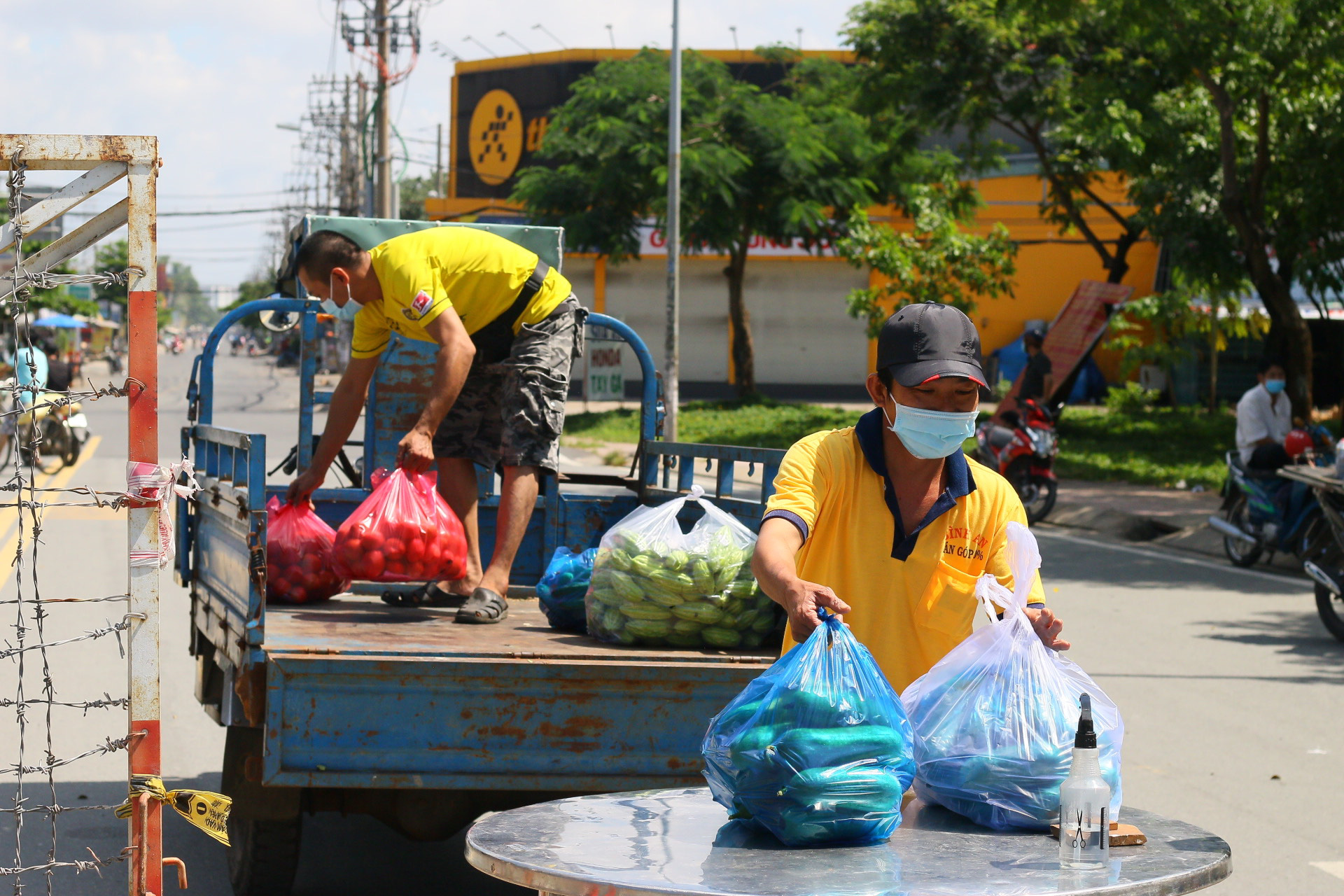 Ho Chi Minh City ensures supplies for 65,000 residents in six locked-down neighborhoods