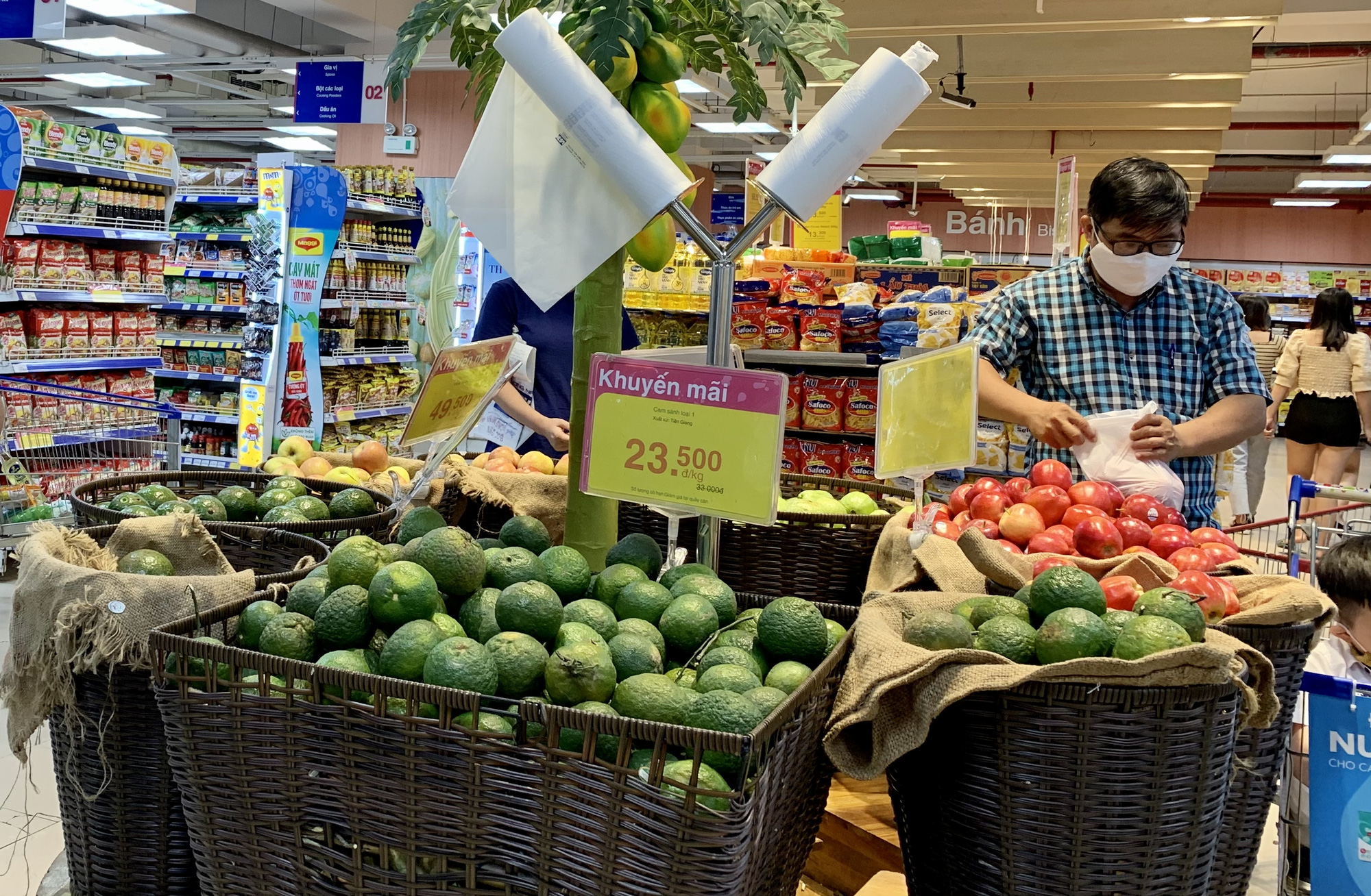 Ho Chi Minh City supermarkets boost inventories as COVID-19 measures intensified