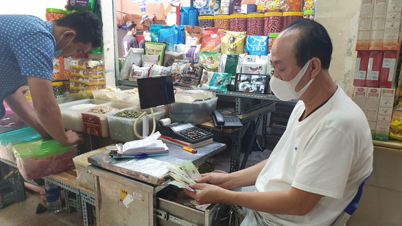 Market stalls in Saigon resort to online sale, contactless payment during social distancing