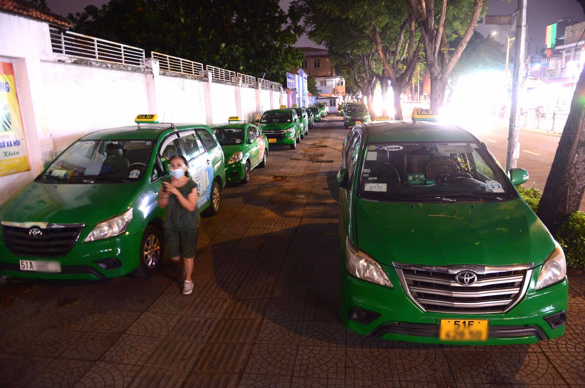 Ho Chi Minh City transport department proposes operation of 400 taxis as ambulance service