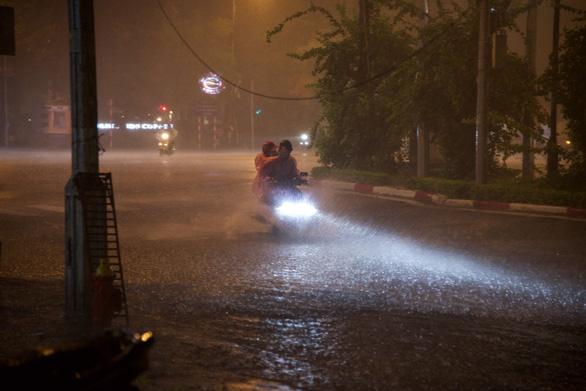 A motorbike navigates through flooded Giang Vo street in Hanoi, June 22, 2021. Photo: Tu Van / Tuoi Tre