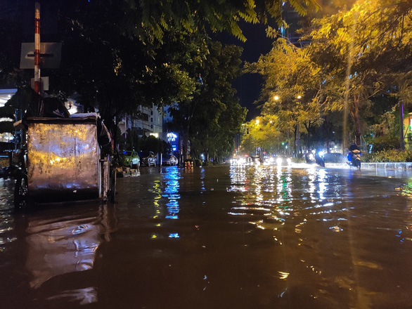A flooded street in Hanoi, June 22, 2021. Photo: Ha Quan / Tuoi Tre