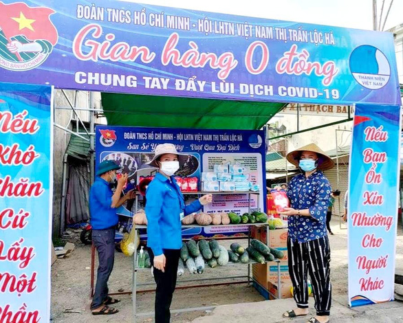 In Vietnam, no-cost grocery store supports neighbors during coronavirus restrictions