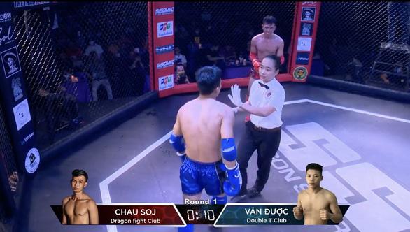Female Vietnamese boxing referee keeps ringside dream alive