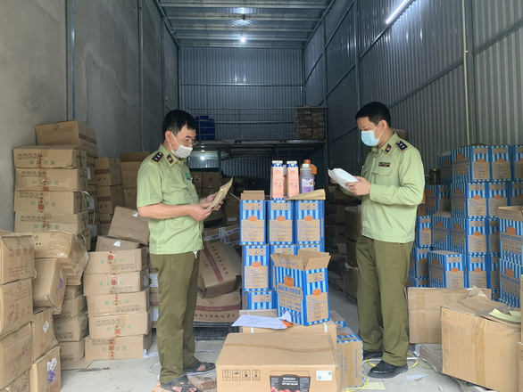 Hanoi police seize truckloads of bubble tea ingredients with unspecified origin