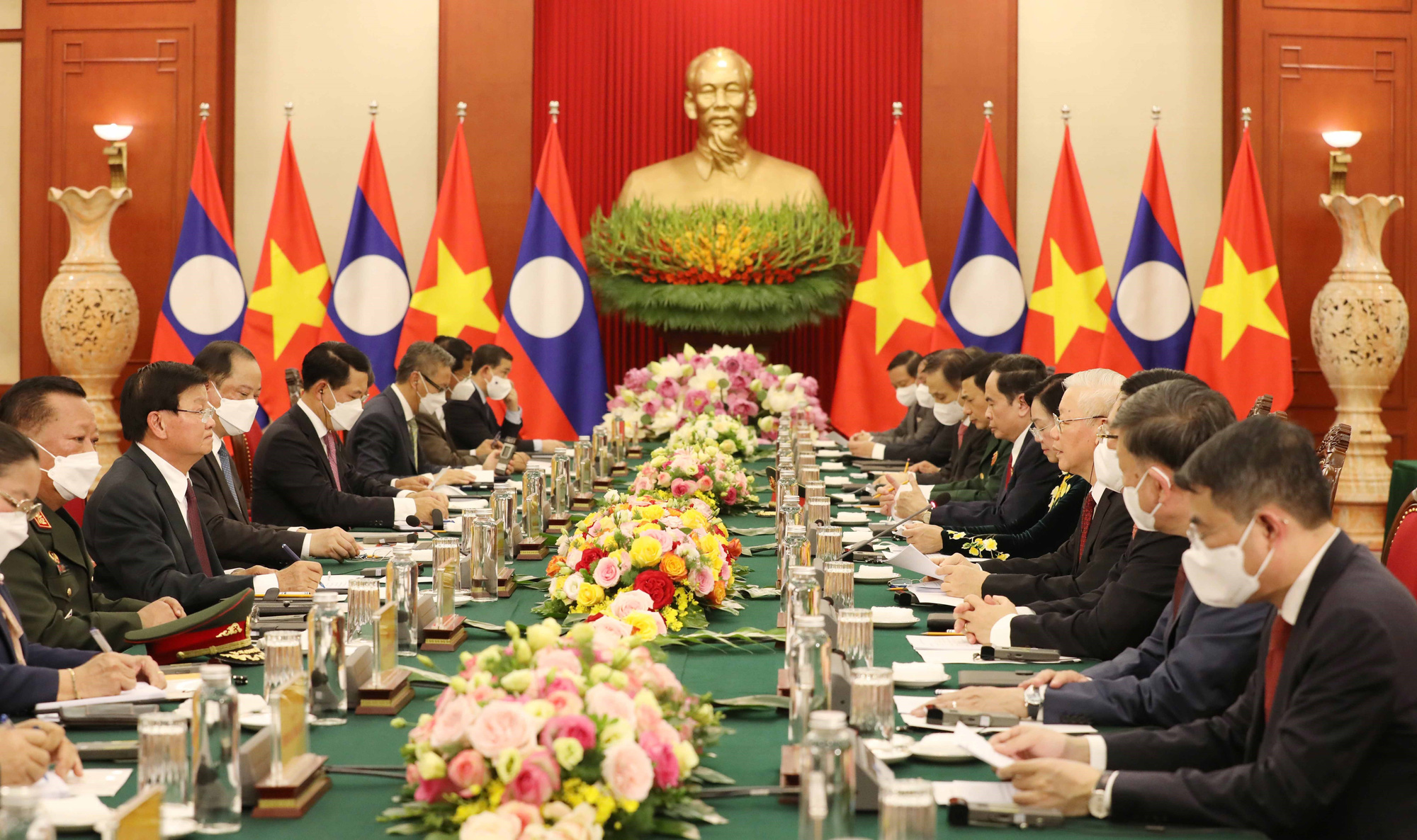 Party General Secretary and President of Laos Thongloun Sisoulith joins talks with Vietnamese Party General Secretary Nguyen Phu Trong in Hanoi, June 28, 2021. Photo: Vietnam News Agency