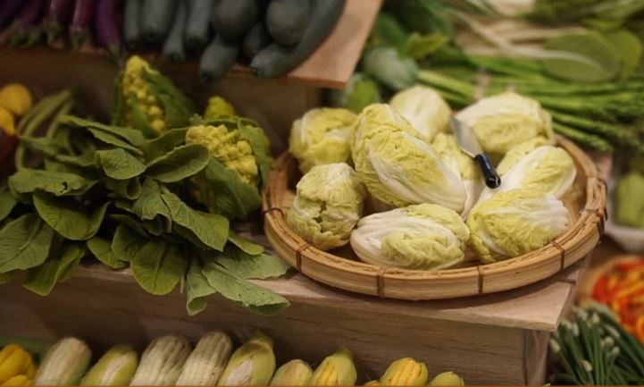 Vegetables are made from clay by Nguyen Nhu Quynh. Photo: Duong Lieu / Tuoi Tre