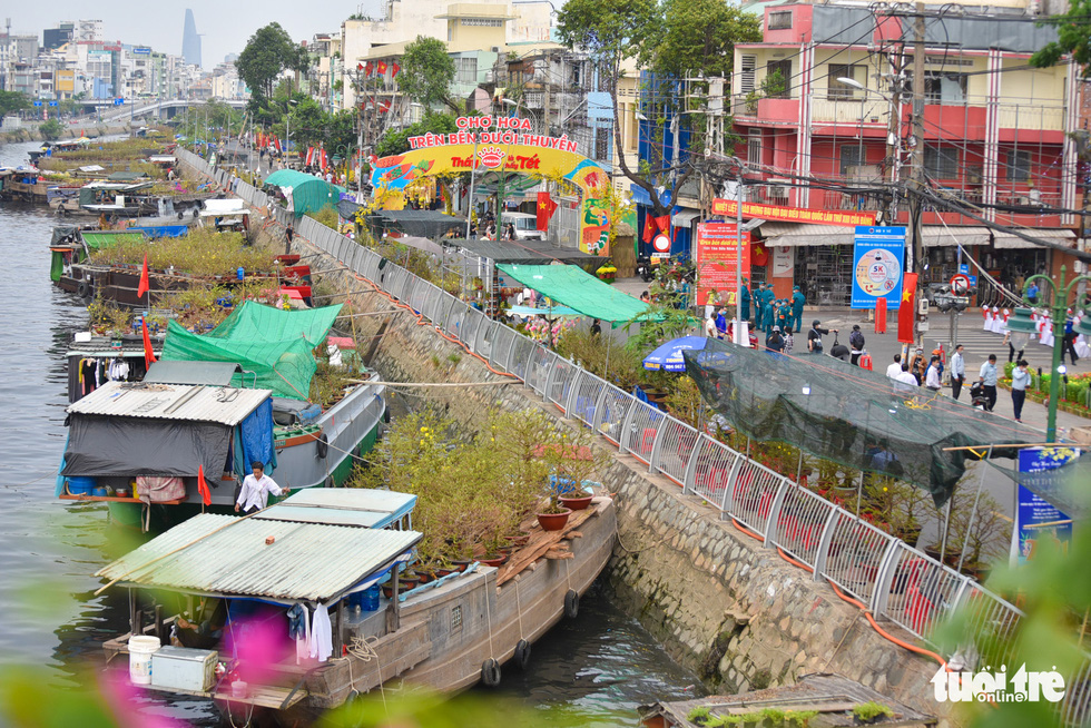 Ho Chi Minh City Goes Global: A floating market and waterway tourism, why not?