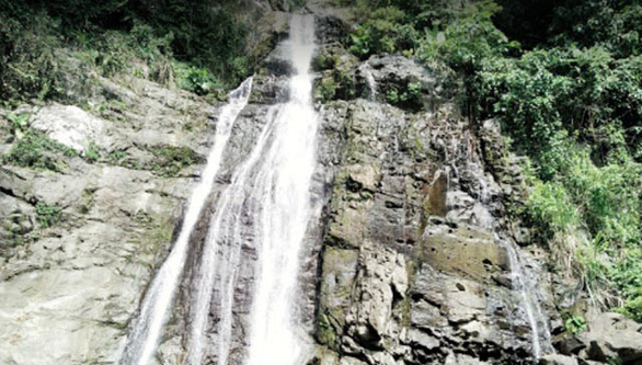 Falling rock from cascade kills student in central Vietnam
