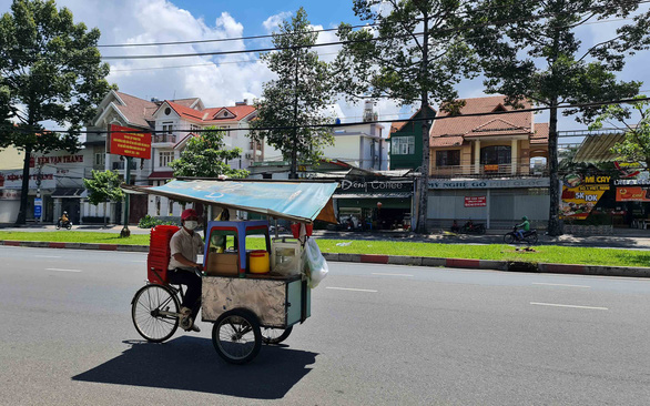 Working-class people in Ho Chi Minh City fight to survive fourth coronavirus wave