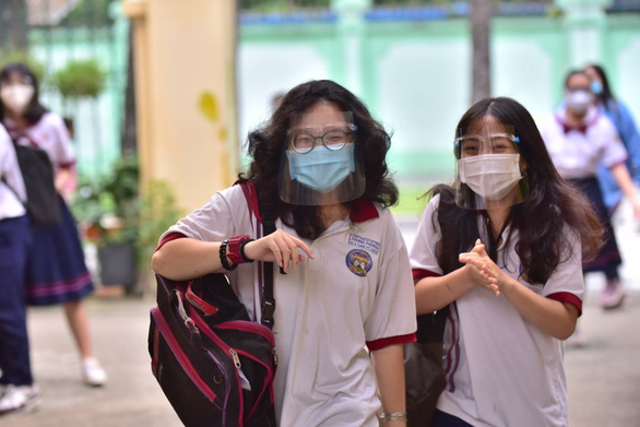 As pandemic rages on in Vietnam, nearly 1 million high school students take graduation exam