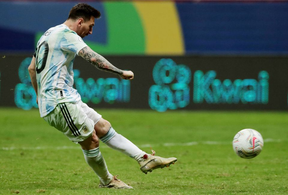 Soccer Football - Copa America 2021 - Semi Final - Argentina v Colombia - Estadio Mane Garrincha, Brasilia, Brazil - July 6, 2021 Argentina's Lionel Messi scores a penalty during the shootout with an injured ankle. Photo: Reuters