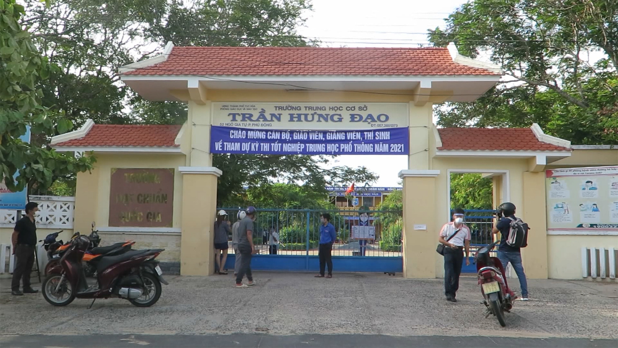 Vietnamese province suspends graduation exam at two test sites over 166 suspected virus cases