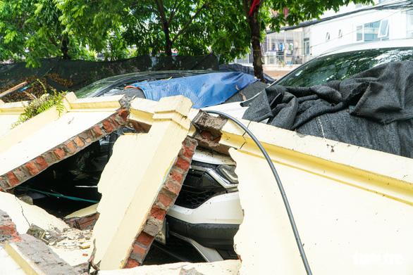The collapsed wall of Mai Dich Kindergarten in Hanoi, July 8, 2021. Photo: Pham Tuan / Tuoi Tre