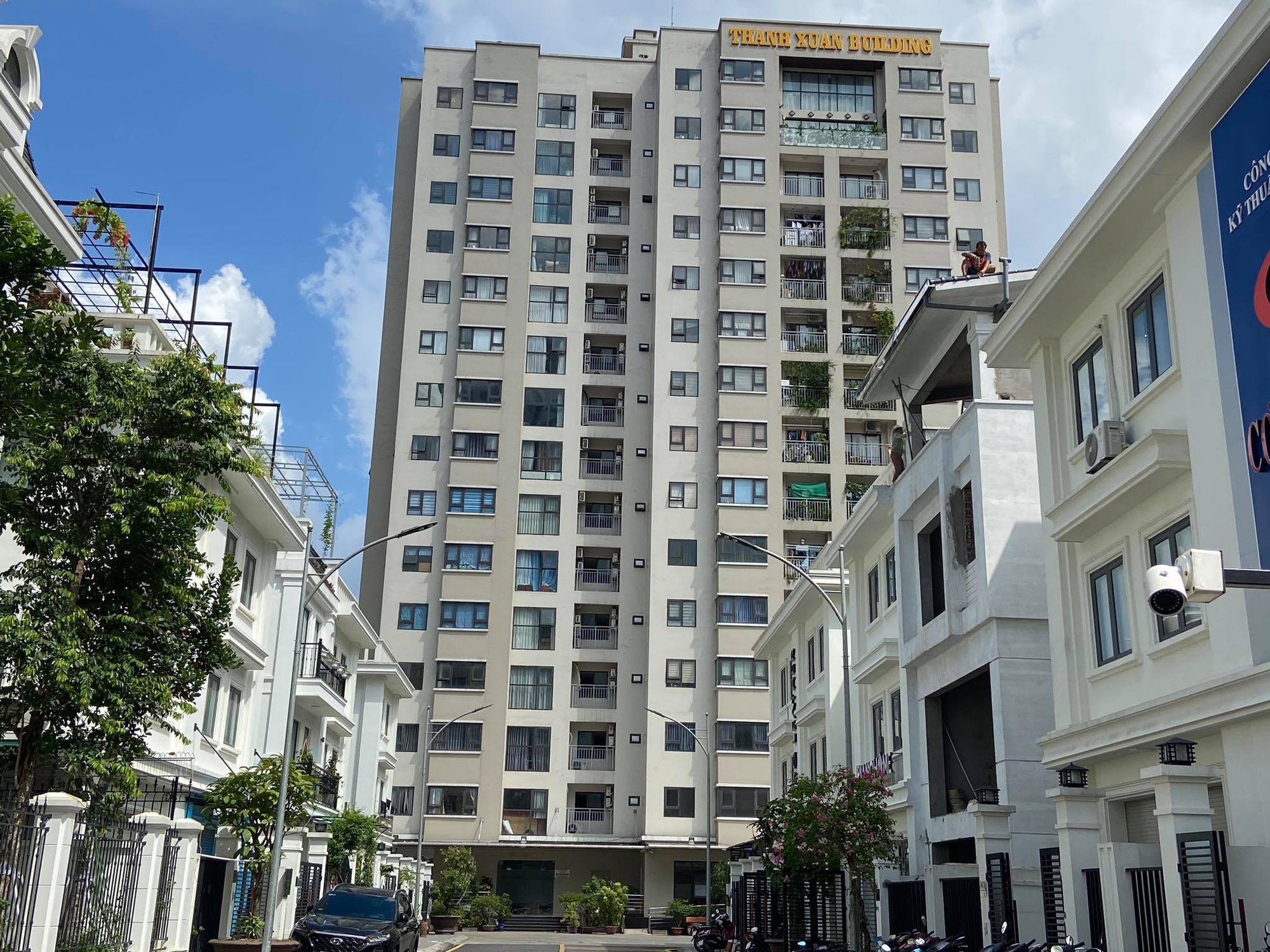Hanoi locks down apartment building over two new COVID-19 cases