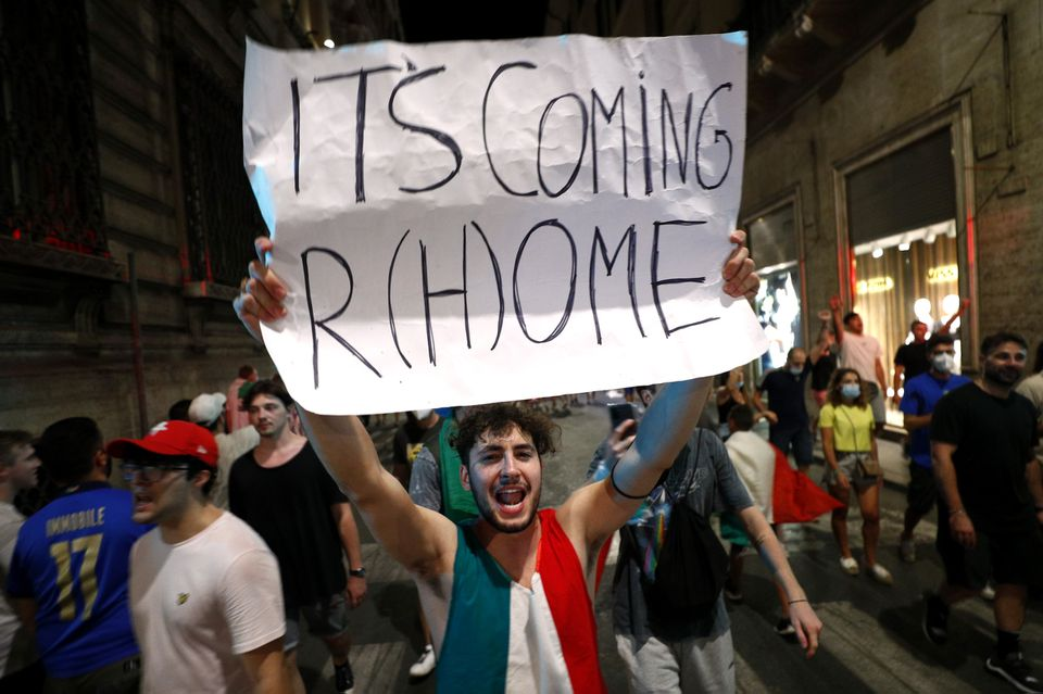 Soccer Football - Euro 2020 - Final - Fans gather for Italy v England - Rome, Italy - July 11, 2021 Italy fans celebrate after winning the Euro 2020. Photo: Reuters