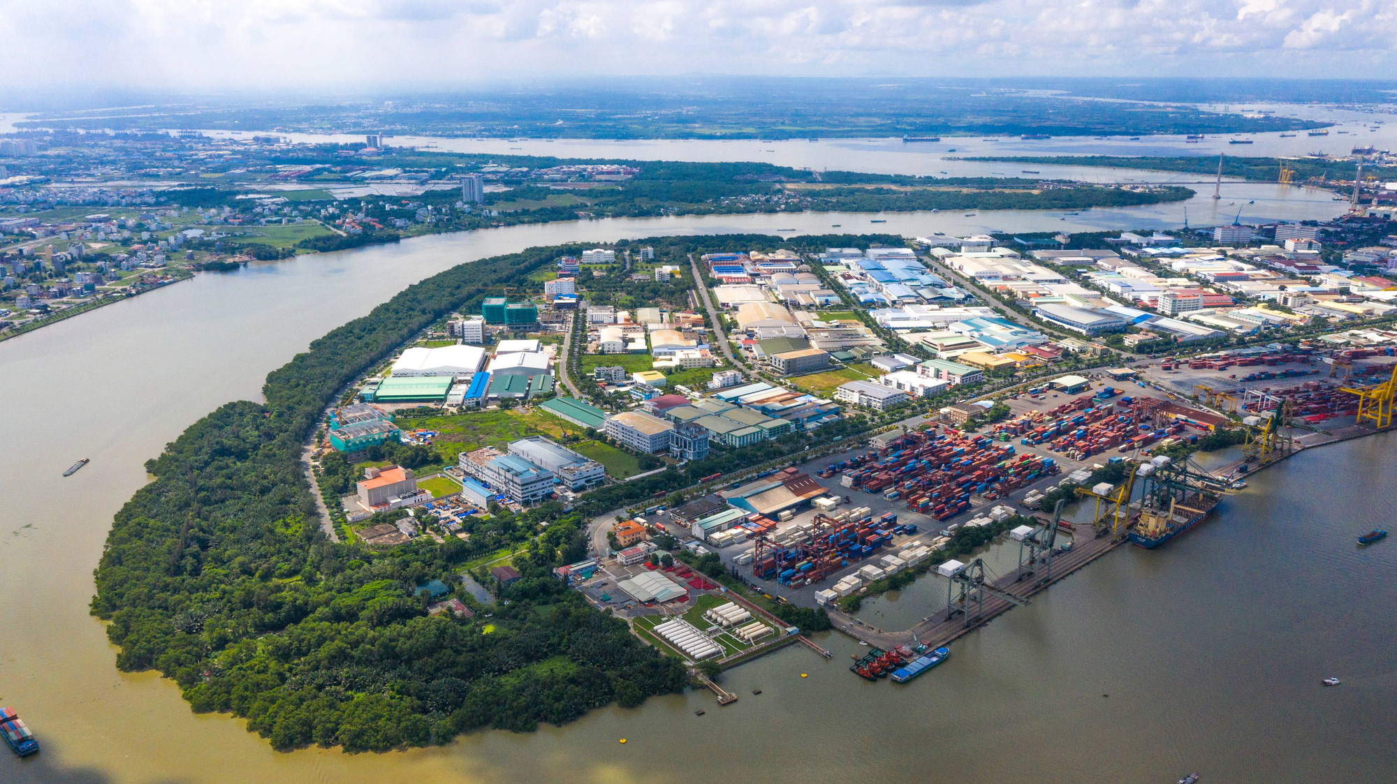 Ho Chi Minh City halts operations of companies at big export processing zone