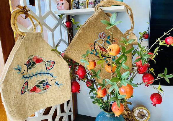 Embroidered products by La La La. Photo: Ha Thanh / Tuoi Tre