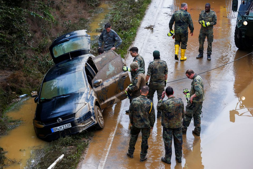 Members of the Bundeswehr forces recover a vehicle stuck on the road following heavy rainfalls in Erftstadt-Blessem, Germany, July 17, 2021. Photo: Reuters