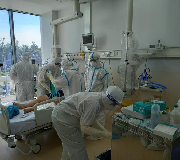 Vietnam reports new daily high of almost 6,000 coronavirus cases