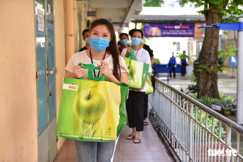 Charity initiative distributes food packages to workers, foreign students in Ho Chi Minh City