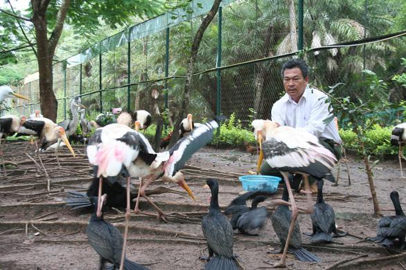 Bird raiser roams Vietnam's Mekong Delta to pursue passion