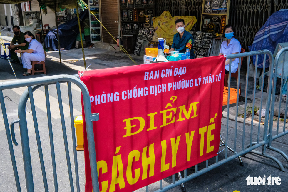 A section of Hang Mam Street in Hoan Kiem District, Hanoi is cordoned off after a local resident tested positive to COVID-19, July 19, 2021. Photo: Nam Tran / Tuoi Tre